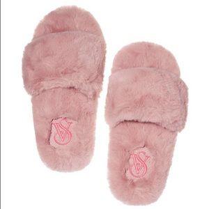 Victoria's Secret faux fur slippers - size L - NWT